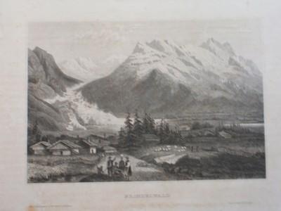 """Grindelwald (in der Schweiz). Blick mit Almhütten, im Vordergrund Bauerngruppe, links hinten, in dem ansteigenden Tal das Ende des von oben """"fliessenden"""" Grindelwaldgletschers."""