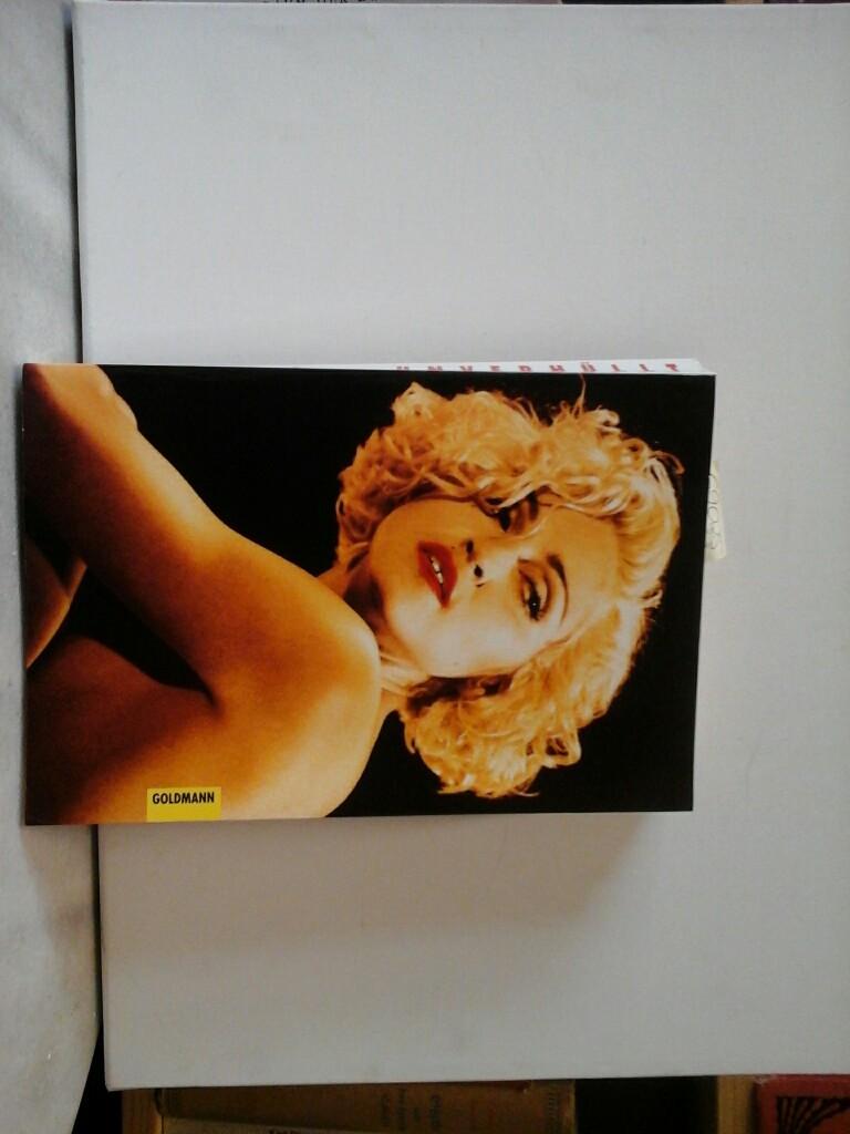 Madonna unverhüllt. Die Biographie. Aus dem Amerikanischen von Nina Paul. Erste /1./ Ausgabe.