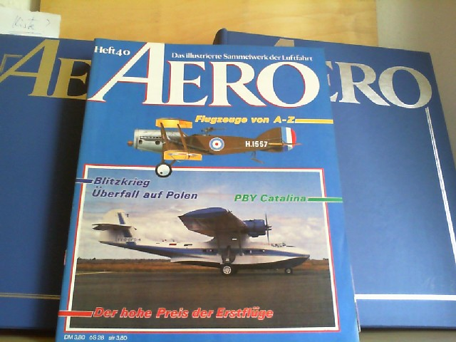AERO. Das illustrierte Sammelwerk der Luftfahrt. Heft 1-40. Davon Heft 1-31 in zwei blauen Sammelordnern.