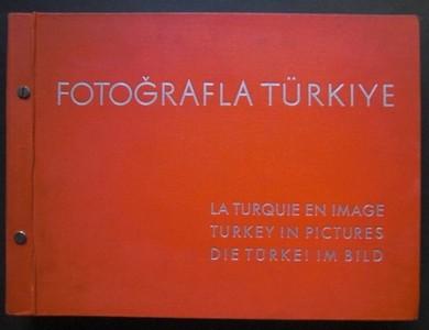 """FOTOGRAFLA TURKIYE / LA TURQUIE EN IMAGE / TURKEY IN PICTURES  / DIE TURKEI IM BILD . Hrsg. von """"Matbuat Umum Müdürlügü"""" / Generaldirektion der Presse - Ankara. Ganzseitige Fotos von Othmar Pferschy. Einführungstext in  Türkisch / Französisch / Englisch / Deutsch. In 6 (A-F) Abteilungen. (A=28 Fotos; B= 23 Fotos; C= 23 Fotos; D= 22 Fotos; E= 44 Fotos; F= 14 Fotos) Erste /1./ (und wohl auch die einzige) Auflage."""