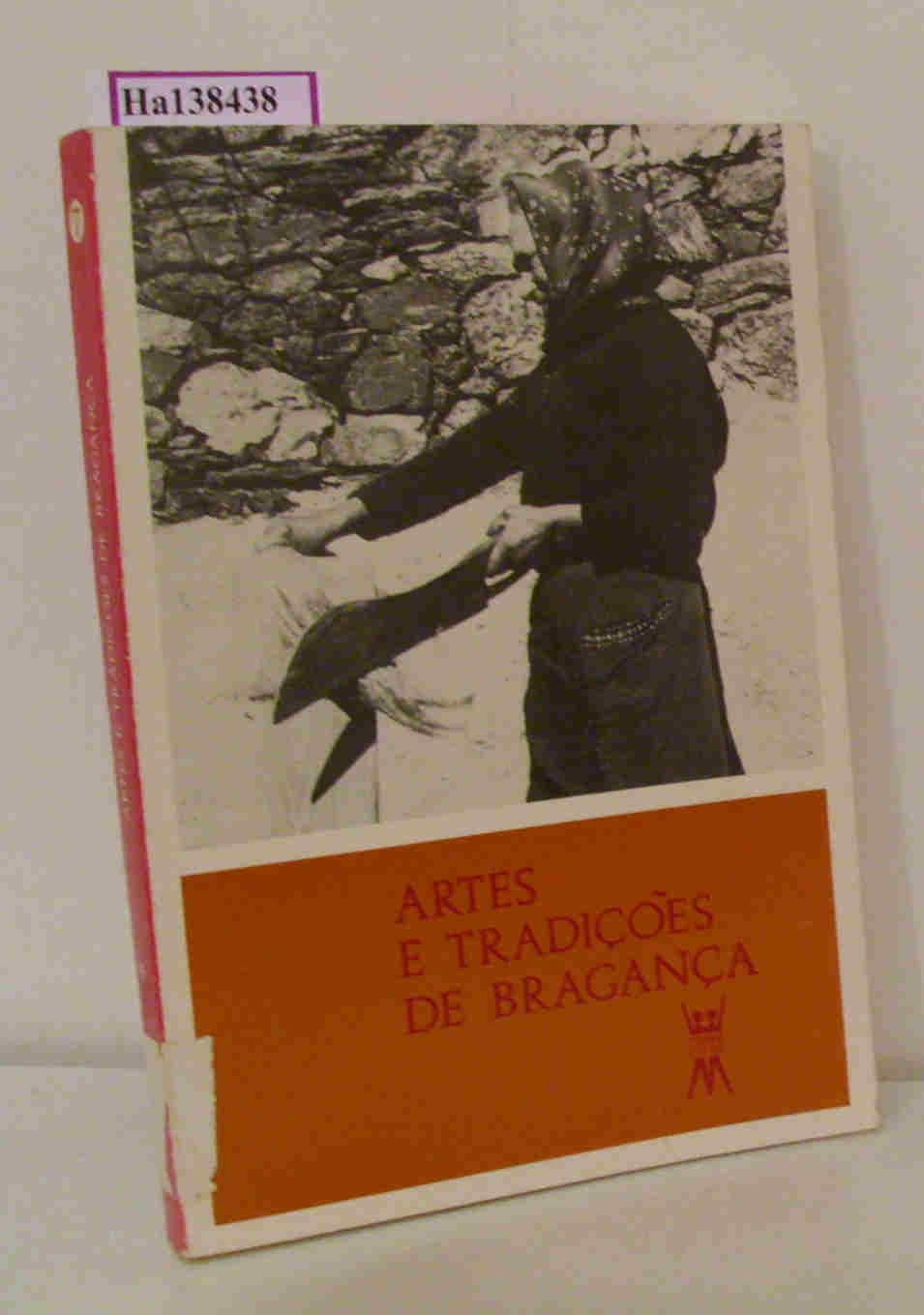Artes e Tradicoes de Braganca. ( = Escola e Comunidade/ Portugal, 7) .