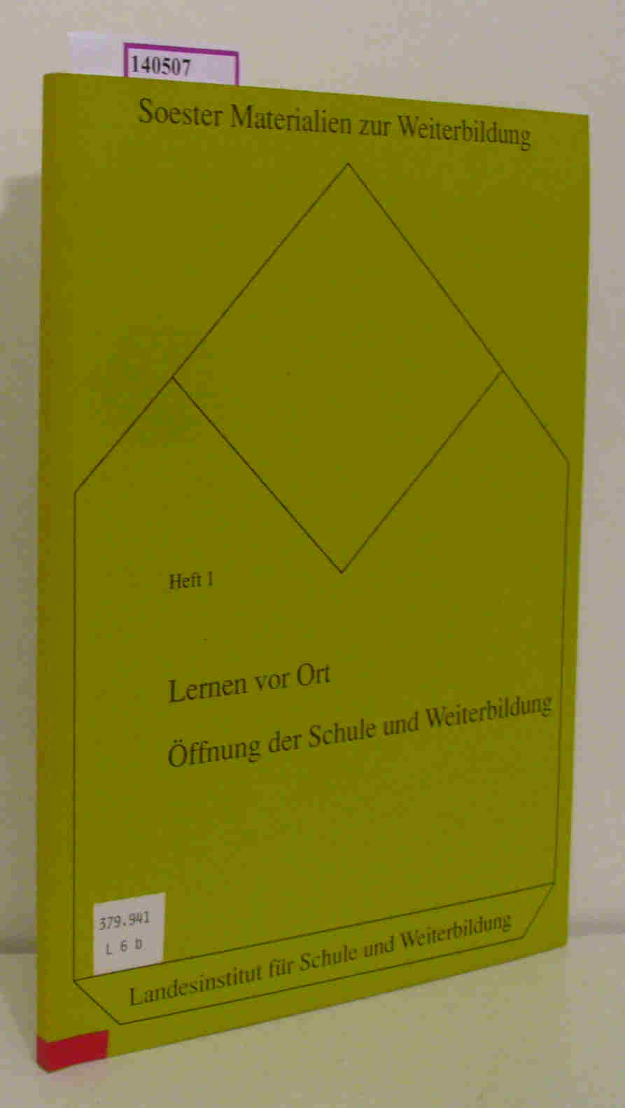 Lernen vor Ort. Öffnung der Schule und Weiterbildung. Das Kölnberg-Projekt. (= Soester Materialien zur Weiterbildung, 1).