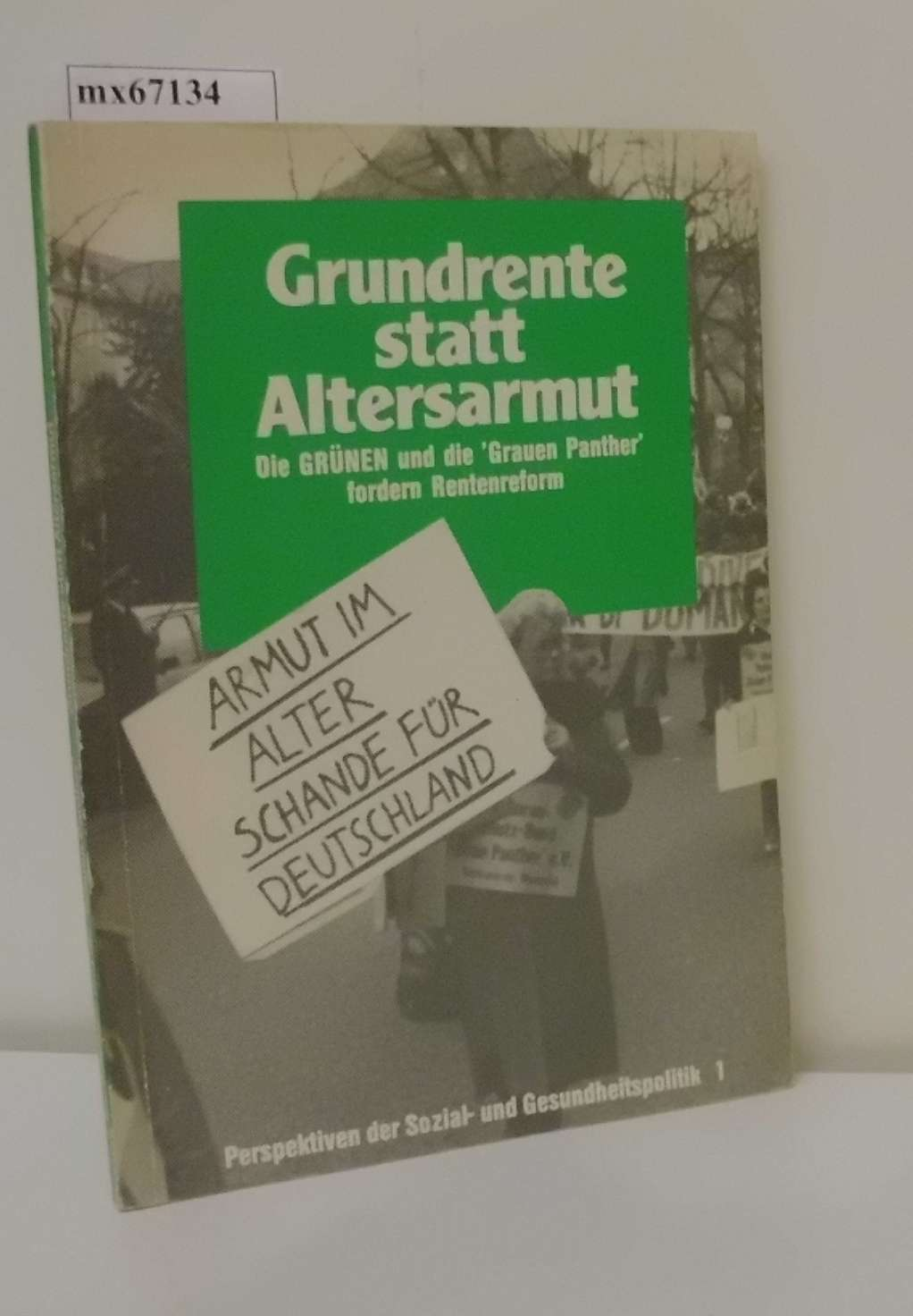 "Grundrente statt Altersarmut d. Grünen u.d. ""Grauen Panther"" fordern Rentenreform / hrsg. von d. Grünen u.d. Senoirenschutzbund ""Graue Panther"". Autorinnen u. Autoren: Jürgen Borchert ..."