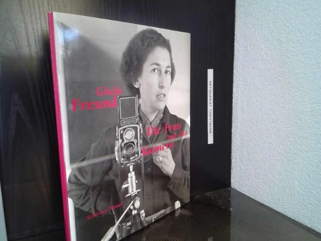 Gisèle Freund : die Frau mit der Kamera ; Fotografien 1929 - 1988 ; [anlässlich der Ausstellung Gisèle Freund - die Frau mit der Kamera, die vom 27. Mai - 10. Juli 1992 im BAT-Kunstfoyer Hamburg im Rahmen der Hammoniale - Festival der Frauen und in Kooperation mit der BAT-Cigarettenfabriken-GmbH, Hamburg, gezeigt wird]. mit einem Essay von Hans Puttnies - Freund, Gisèle und Hans Puttnies