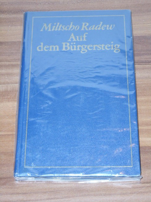 Radew, Miltscho: Auf dem Bürgersteig : Roman. Miltscho Radew. [Dt. von Sybille Jeske] 1. Aufl.
