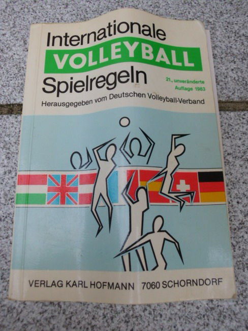 Internationale Volleyball-Spielregeln. zsgest. u. bearb. von d. Schiedsrichter- u. Regelkomm. d. Dt. Volleyball-Verb. 21., unveränd. Aufl.