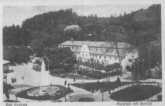 AK Bad Kudowa Kurplatz mit Schloß