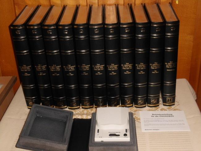 Das 20. Jahrhundert in Wort, Bild, Film und Ton. 11 Bände. Das 1. Jahrzehnt. Das 2. Jahrzehnt. Die 20er Jahre. Die 30er Jahre. Die 40er Jahre. Die 50er Jahre. Die 60er Jahre. Die 70er Jahre. Die 80er Jahre. Die 90er Jahre. Generalindex Reihe: Coron Exclusiv