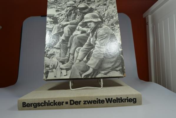 Der zweite Weltkrieg : e. Chronik in Bildern. von Heinz Bergschicker. Wissenschaftl. Beratung: Klaus Scheel. [Kt.-Zeichn.: K. Ockmann] 6., stark erw. u. neubearb. Aufl.