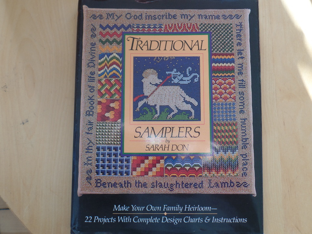 TRADITIONAL SAMPLERS - 22 PROJECTS WITH COMPLETE DESIGN CHARTS AND INSTRUCTIONS Make your own family heirloom