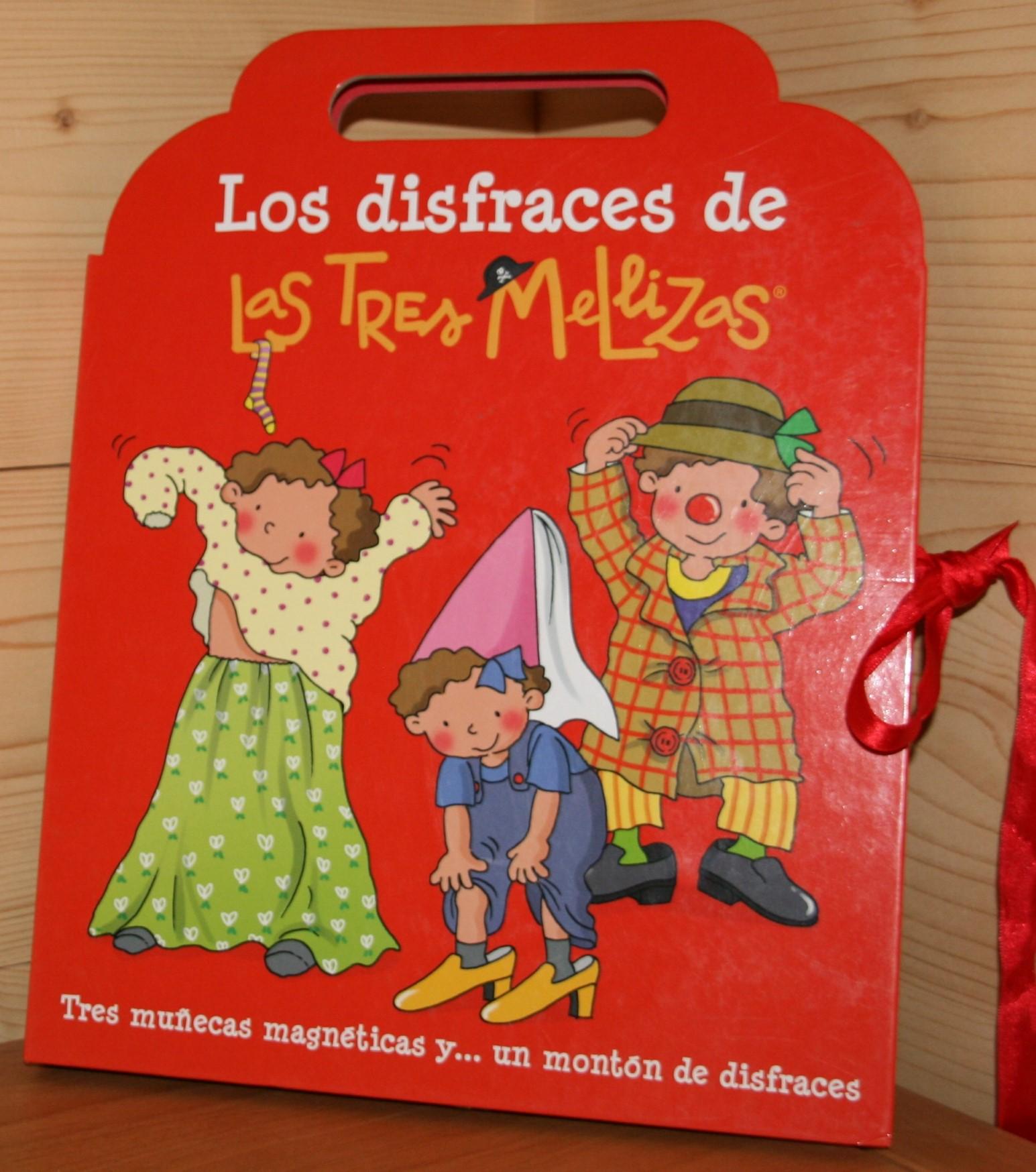 Los disfraces de Las Tres Mellizas. Tres muñecas magnéticas y un montón de difraces.