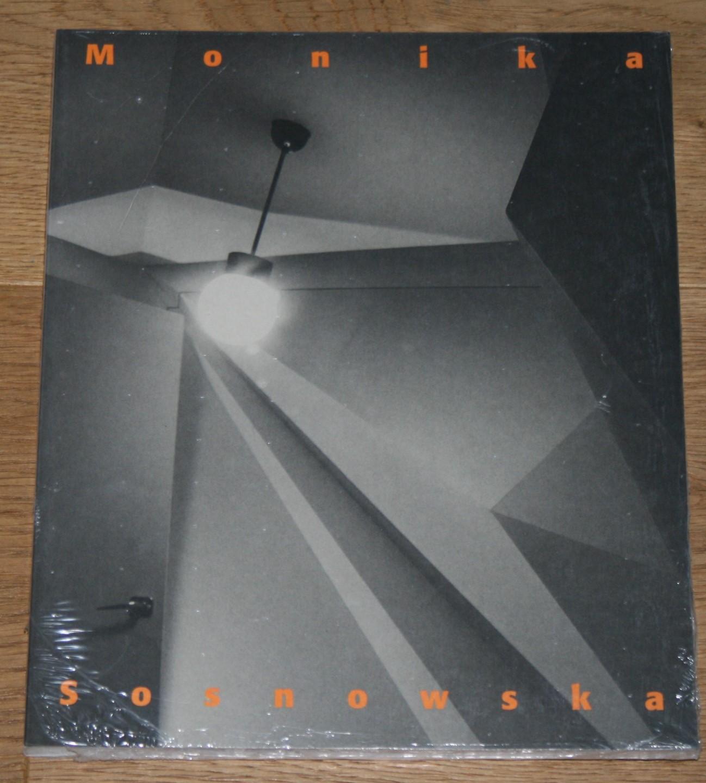 Monika Sosnowska. Eine Ausstellung im Kunstmuseum Liechtenstein vom 16. Februar bis 6. Mai 2007. [Herausgeber: Kunstmuseum Liechtenstein. Übersetzung: Ishbel Flett ...].