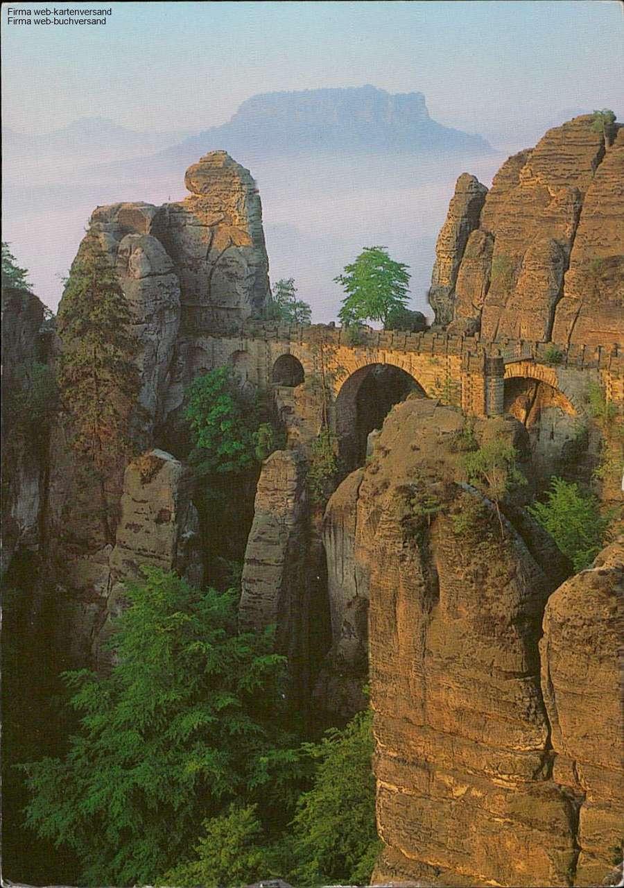 1072582 - Basteibrücke, im Hintergrund der Lilienstein Elbsandsteingebirge