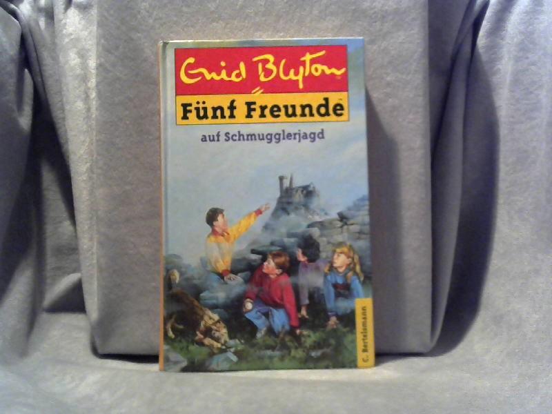 5 Freunde auf Schmugglerjagd. Enid Blyton. [Dt. Übers. von Werner Lincke. Ill. von Wolfgang Hennecke] / Blyton, Enid: 5 Freunde ; Bd. 4 [Neubearbeitung.] - Blyton, Enid und Enid Blyton