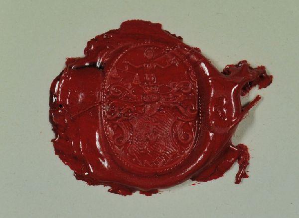 Ringsiegel, darin:  Herz mit Kreuz, darüber und auf beiden Seiten Blütenzweige. Über der Helmverzierung eine heraldische Gestalt mit Waage in der einen und einem Schwert in der anderen Hand.