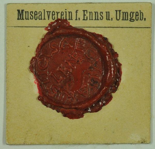 Römisches Schriftsiegel. In der Mitte: LENE (lat. Bezeichnung f. Enns). In Ringform: TICL SAECVLARIS.