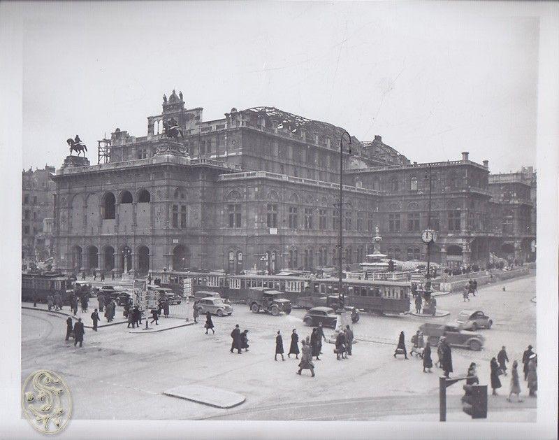 Newsphoto. Vienna Opera House.