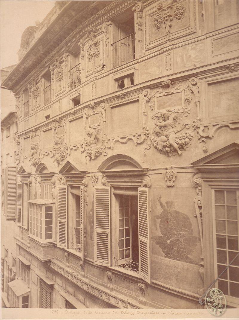 Dettaali Della Facciata del Palazzo Imperiale in Piazza Campetto.
