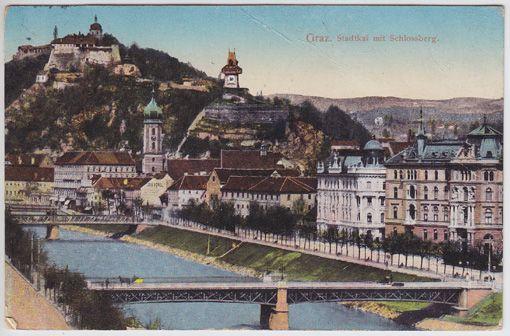 Graz. Stadtkai mit Schlossberg.