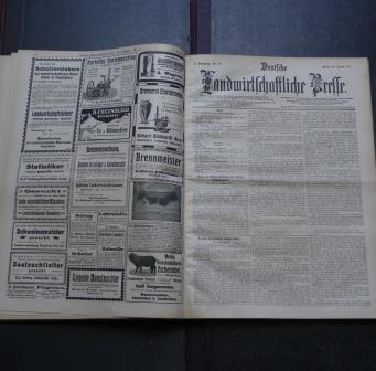 Deutsche Landwirtschaftliche Presse, 33. Jahrgang 1906, Erstes Halbjahr, mit 644 Textabbildungen und 7 Kunstbeilagen, Rarität!, Deckel mit etwas Gebrauchsspuren, Zahlen und Stempel auf der 1. unbeschriebenen Seite, Stempel auf der Titelseite, ansonsten altersentsprechend gutes Exemplar,