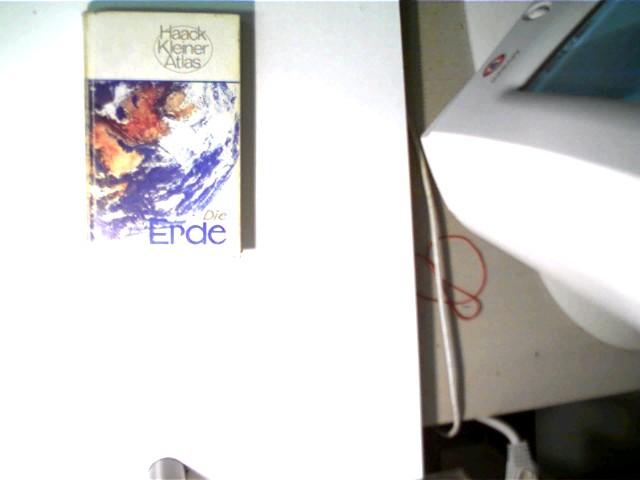 Die Erde, Haack Kleiner Atlas; 8. Auflage, Buchdeckel/Buchrückenkanten mit nur geringen Gebrauchsspuren, ansonsten gutes Exemplar,