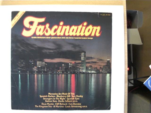 Fascination, Große Weltstars einer glanzvollen Zeit mit ihren faszinierenden Songs, Schallplatte mit vielen Kratzern, Hülle mit einigen leichten Gebrauchsspuren u. hinten mit einer Ziffer beschrieben, ansonsten guter Zustand,