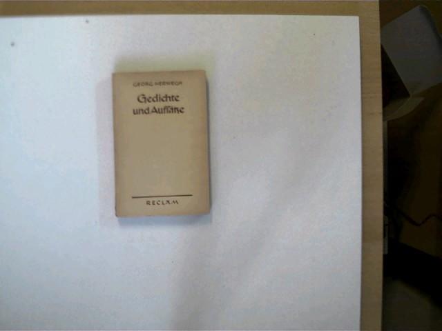 Gedichte und Aufsätze, Buchrücken mit einigen Gebrauchsspuren, Buchdeckel mit einigen leichten Gebrauchsspuren, ansonsten altersentsprechend gutes Exemplar,
