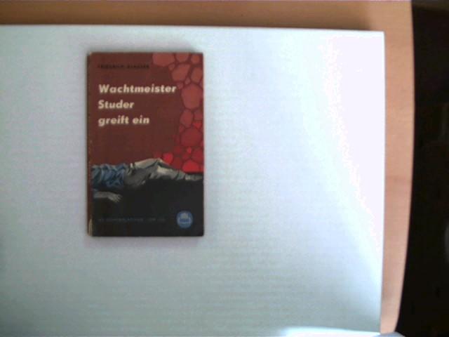 Wachtmeister Studer greift ein, Kriminalroman, 1. Auflage, das Buch ist etwas verzogen, Buchdeckel mit leichten Gebrauchsspuren, der Buchrücken ist unten ca. 1 cm eingerissen, ansonsten gutes Exemplar,