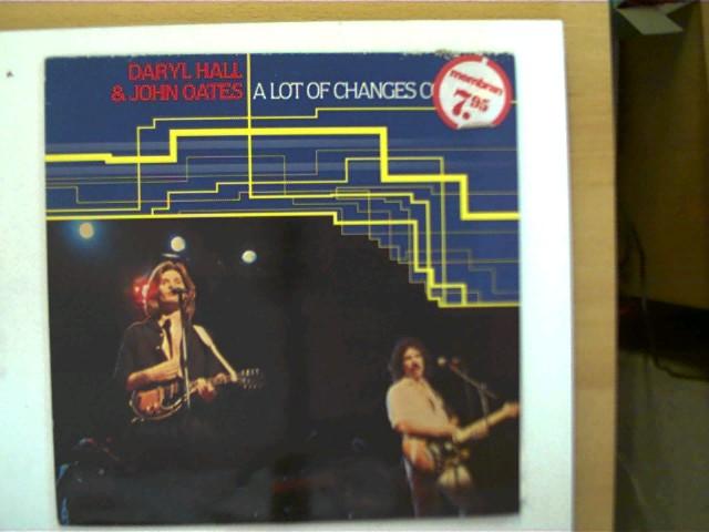 Daryl Hall & John Oates - A lot of changes comin´, Hülle am Rand mit einigen Gebrauchsspuren u. vorne mit einem Preisaufkleber, ansonsten guter Zustand,