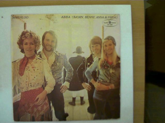 ABBA - Waterloo, (Bjorn, Benny, Anna & Frida), Platte mit nur leichten Kratzern, Hülle am Rand mit einigen leichten Gebrauchsspuren, ansonsten guter Zustand,