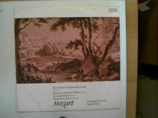 Mozart - Eine kleine Nachtmusik u.a., Staatskapelle Dresden, Otmar Suitner, Seite 1 mit einem Kratzer, Hülle mit leichten Gebrauchsspuren u. vorne mit einem leichtem kleinem Stempel, ansonsten guter Zustand,