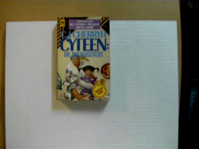 Cyteen: Die Wiedergeburt; 2. Teil - Heyne SF Nr. 4711; 2. Auflage, leichte Gebrauchsspuren, Rücken unten etwas beschädigt, leichter Stempel auf dem unteren Buchschnitt, sonst altersentsprechend gutes Exemplar,