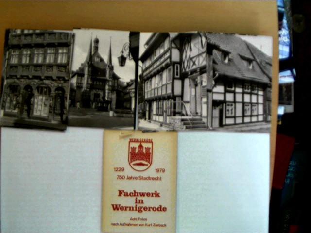 Autorenkollektiv: Fachwerk in Wernigerode; Acht Fotos nach Aufnahmen von Kurt Zerback + 2 Postkarten; 1. Auflage, etwas Gebrauchsspuren, Buchdeckel mit etwas Gebrauchsspuren, Seitenschnitt leicht angeschmutzt, ansonsten altersentsprechend gutes Exemplar,