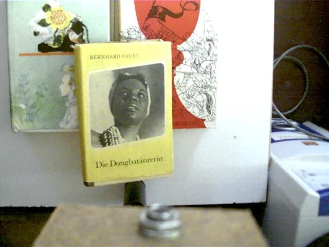 3 Bücher von DDR-Autoren in dieser seltenen Sammlung: 1. Bernhard Faust - Die Dongbatänzerin, 2. Johanna Hoffmann - Der rote Kelch, 3. Magdalene Hoffmann - Seitenlicht, , Konvolut Bücherpaket, Romane, bei einem Exemplar kleine Altersflecken auf den ersten Seiten sowie Namenszug auf der Titelseite, ein Buchdeckel ist etwas angeschmutzt, ansonsten gute Exemplare,