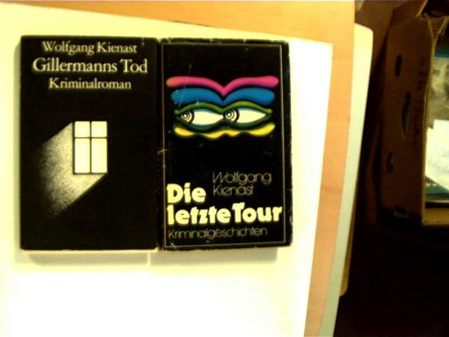 Autorenkollektiv: 2 Bücher des wenig bekannten DDR-Autoren Wolfgang Kienast in dieser seltenen Sammlung: 1. Die letzte Tour, 2. Gillermanns Tod, , Konvolut Bücherpaket, Schutzumschläge leicht berieben/eingerissen/fleckig, Leinwand leicht berieben/fleckig, Seitenschnitt leicht angeschmutzt, ansonsten gute Exemplare,