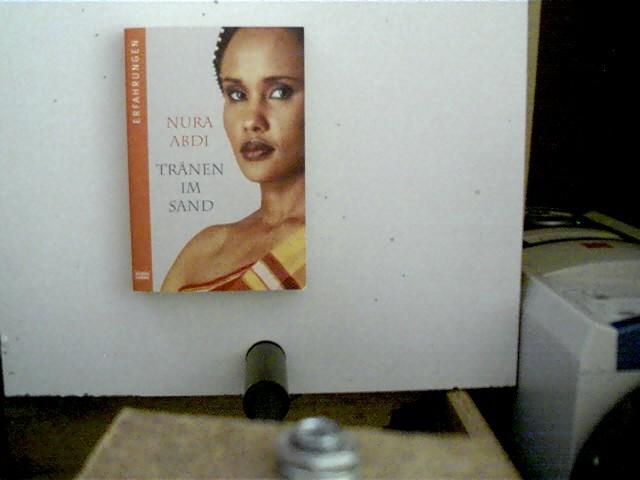 Tränen im Sand, 1. Auflage, Buchdeckel mit leichten Gebrauchsspuren, ansonsten gutes Exemplar,