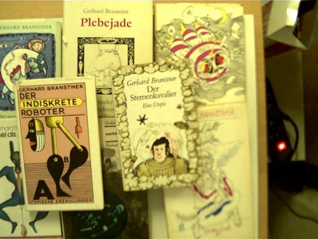 Branstner, Gerhard: 8 Bücher vom Autor Gerhard Branstner in dieser seltenen Sammlung: 1.Der Sternenkavalier, 2. Der Astronomische Dieb, 3. Der Esel als Amtmann, 4. Der indiskrete Roboter, 5. Der verhängnisvolle Besuch, 6. Plebejade, 7. Der Himmel fällt aus den Wolken, 8. Mann im Mond, , Konvolut Bücherpaket, einige Schutzumschläge mit einigen leichten Gebrauchsspuren, eine Buchdeckelverklebung vorne innen eingerissen, ein Buchdeckel innen leicht fleckig, ansonsten gute Exemplare,