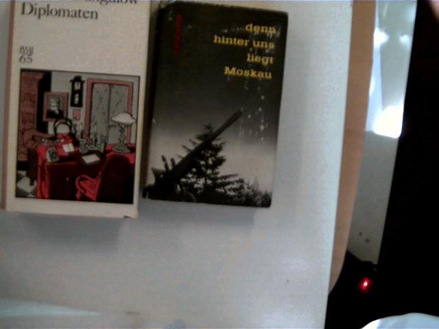 2 Bücher von russisch-sprachigen Autoren in dieser seltenen Sammlung: 1. ...denn hinter uns liegt Moskau von Tachawi Achtanow, 2. Diplomaten von Sawwa Dangulow, , Konvolut Bücherpaket, Romane, altersentsprechend gute Exemplare,