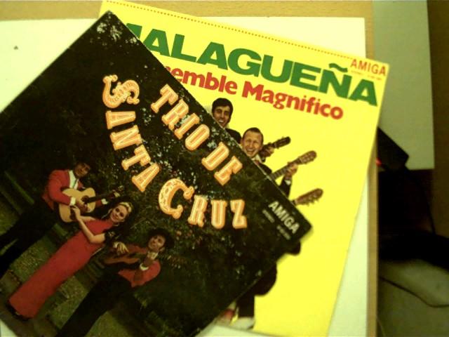 Trio de, Santa Cruz und Ensemble Magnifico: 2 Platten: 1. Trio de Santa Cruz, 2. Malaguena - Ensemble Magnifico, Platte 1 mit einigen Kratzern, Platte 2 mit wenigen leichten Kratzern, Hülle 1 mit einigen Gebrauchsspuren u. teils offen, ansonsten guter Zustand,