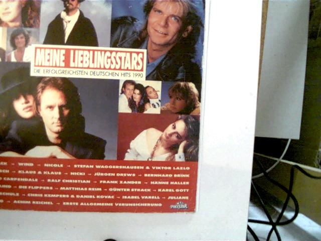 Meine Lieblingsstars - Die erfolgreichsten deutschen Hits 1990, Original Schutzhülle!!, Hülle am Rand mit leichten Gebrauchsspuren, Platte etwas Spuren und fleckig, ansonsten guter Zustand, Nr. nicht identisch,