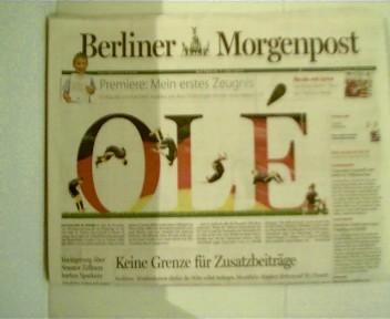 OLE -  Der Countdown bis zum Anpfiff ins WM-Halbfinale gegen Spanien... Berliner Morgenpost, 7. Juli 2010, Nr.182 / 27.W., Originalausgabe,