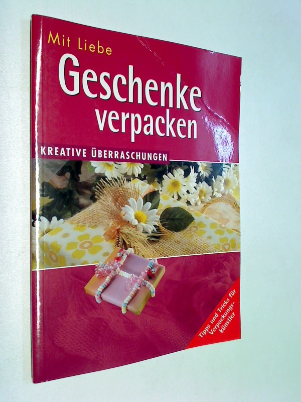 Mit Liebe Geschenke verpacken : kreative Überraschungen ; Tipps und Tricks für Verpackungskünstler