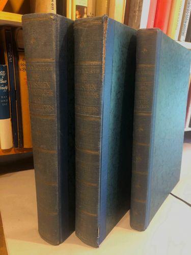 KURTH, Betty Die deutschen Bildteppiche des Mittelalters. 3 Bde. Band 1: Text mit 91 Abb., Band II: Tafeln 1. Hälfte Nr. 1-168, Band III: Tafeln II. Hälfte Nr. 169-344.