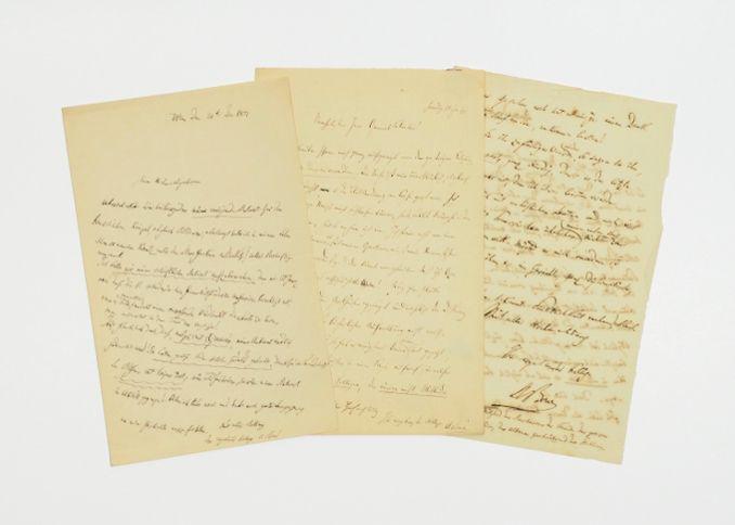 3 eigenh. Briefe m. Unterschrift.