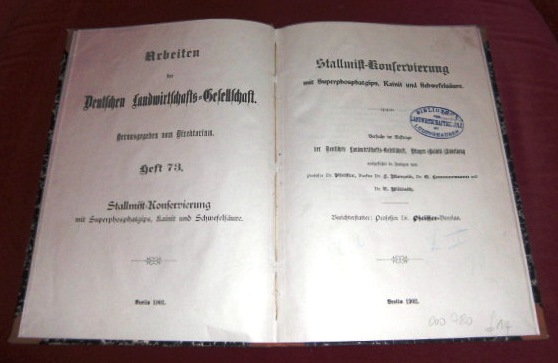 Stallmist-Konservierung Mit Superphosphatgips, Kainit Und Schwefelsäure.