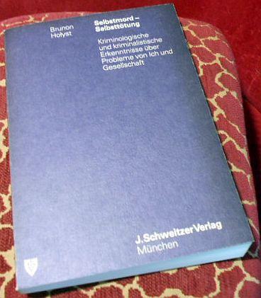 Selbstmord - Selbsttötung. Kriminologische und kriminalistische Erkenntnisse über Probleme von Ich und Gesellschaft. Mit 16 Abbildungen und 28 Tabellen.